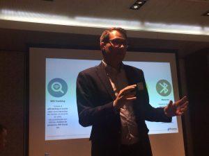Jonathan Solís en el desayuno Flame Aerohive sobre wifi tracking